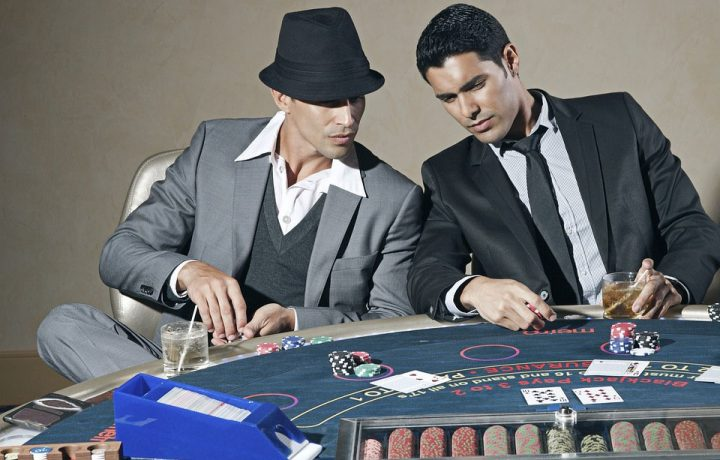 guys-playing-poker
